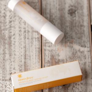 INNISFREE Whitening Pore Synergy Serum Rozświetlająco-rozjaśniające serum do twarzy